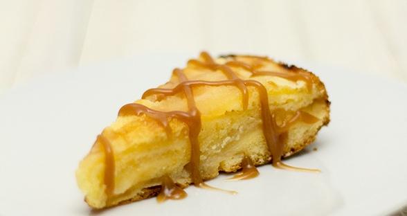 Apfelkuchen mit Karamellsauce