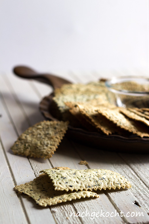 Olivenoel Sesam Crackers mit Baerlauch