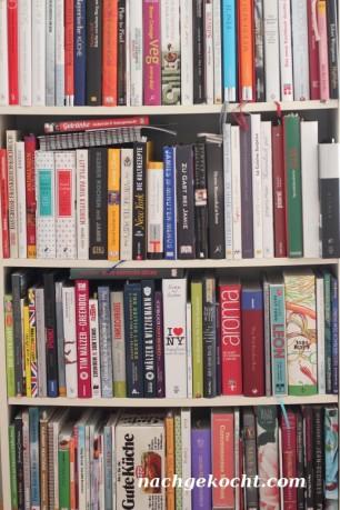 Regal mit Kochbüchern