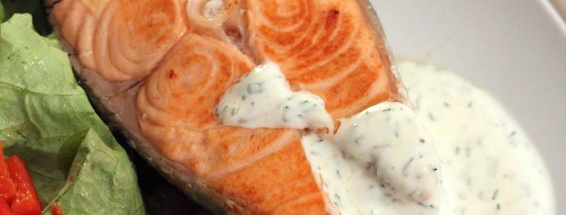 Joghurt-Dill-Sauce zu Lachssteak