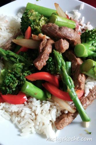 Reis mit Rind und Gemüse Asiatisch