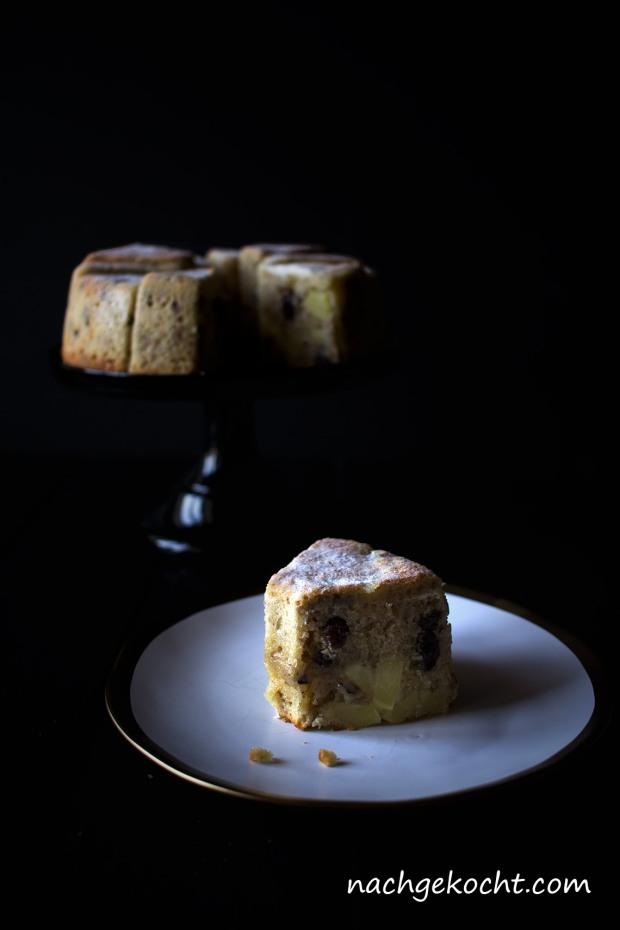 Apfel-Rosinen-Walnuss-Kuchen-Stück
