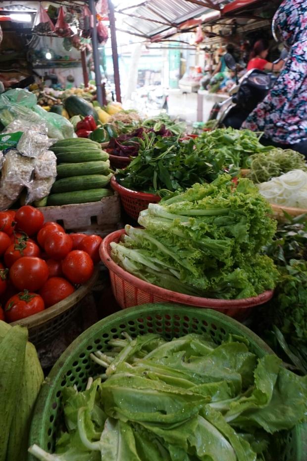 Frisches grünes gewaschenes vorbereitetes Gemüse, Salat